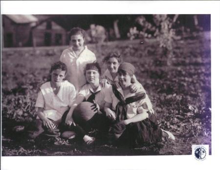 Image: di00196 - Girls team