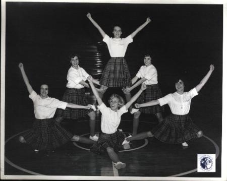 Image: di01116 - Highlands High School cheerleading squad.