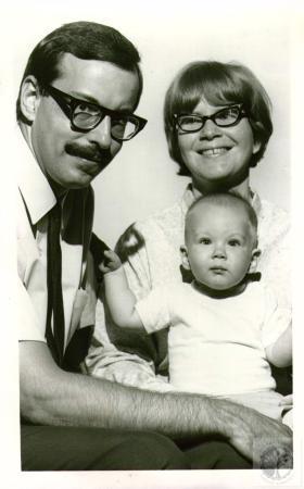 Image: di01903 - Alan Schneider, Ruth Ann Schneider and Jonathan Schneider, 10 months