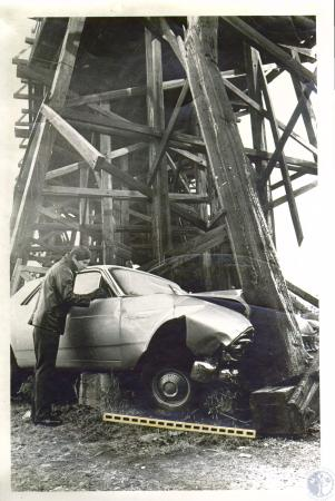 Image: di03476 - Newport patrolman Ronald Collins looks inside car which knocked bridge off pin