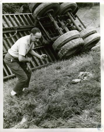 Image: di05663 - Unknown man on I-75 Death Hill Wreck