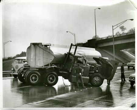 Image: di05670 - Truck wreck on I-75