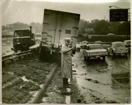 Image: di05674 - I-75 northbound near the 12th St. Exit