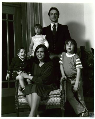 Image: di07156 - Robert and Shirley Sanders and children