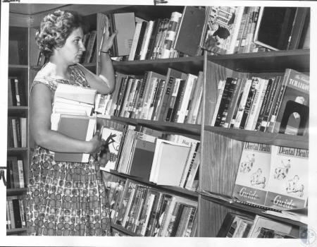 Image: di07923 - Jane Skeen browsing through books.