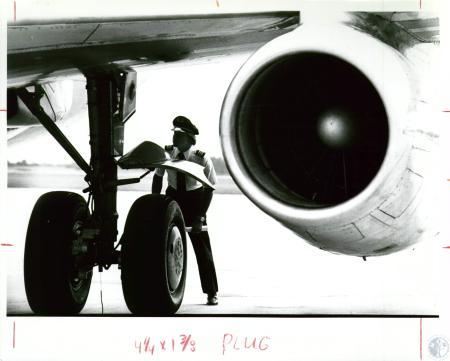 Image: di10023 - crew checking aircraft