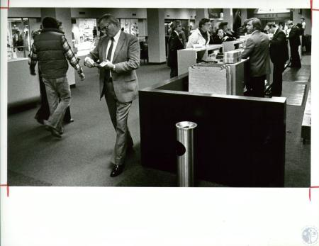 Image: di10050 - Piedmont ticket counter the day before Thanksgiving