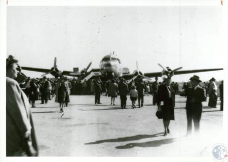 Image: di10056 - dedication (Delta DC-4)
