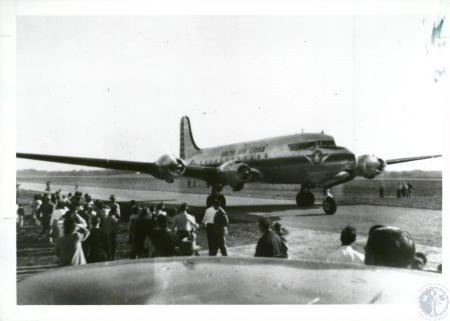 Image: di10058 - dedication (Delta DC-4)