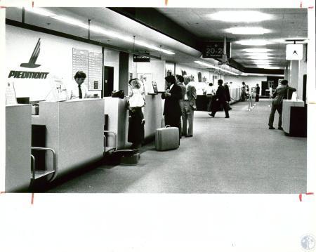 Image: di10072 - Piedmont ticket counter