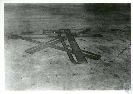 Image: di10117 - diagram of original runways painted on concrete to train students