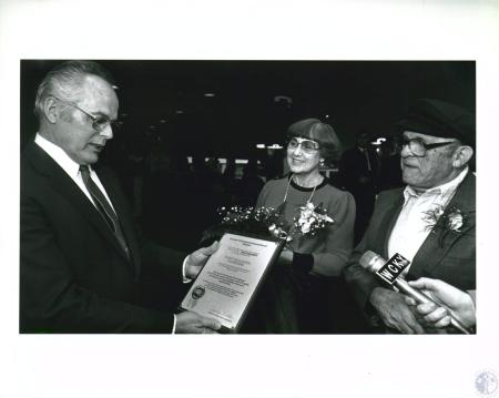 Image: di10118 - Paul F. Michaels presenting Irvin and Minnie Solomon plaque for becoming 40 millionth passengers to depart....
