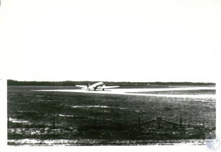 Image: di10135 - aircraft taxiing