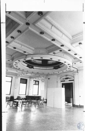 Image: di10357 - interior  of main floor