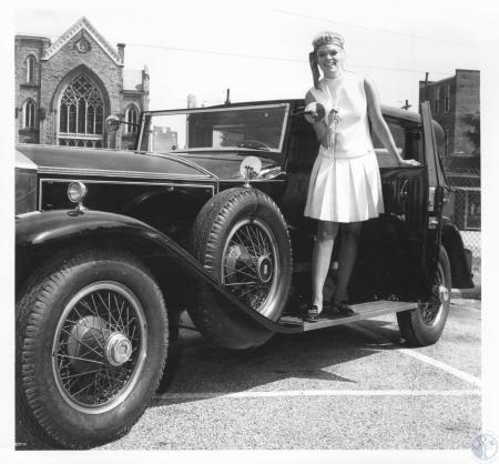 Image: di10859 - Sandy Bugie, 23, and old car