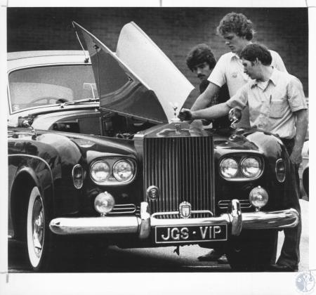 Image: di10861 - Dave Poe, 18, Mike Smith, 17, Keith Mains, 29, examining Jim Schworer's 1964 Rolls Royce