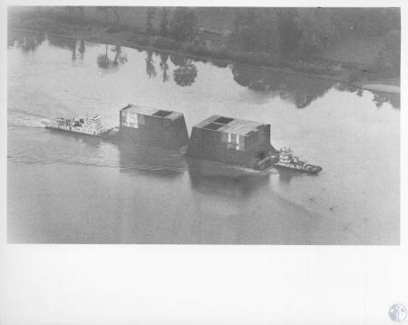 Image: di10986 - loaded barges
