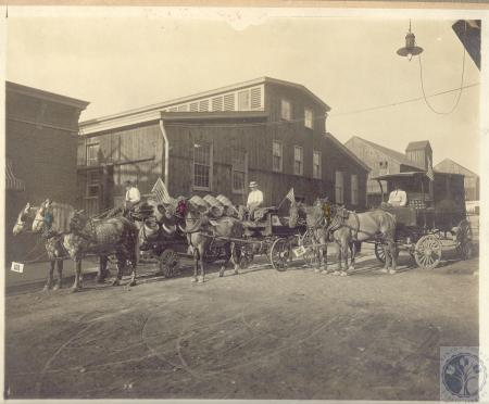 Image: di100019 - wagons and horse teams in front of brewery