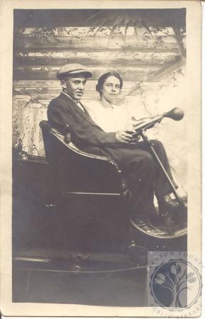 Image: di100086 - couple in car at Coney Island