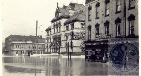 Image: di100132 - flood reaches post office