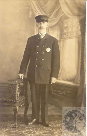 Image: di100179 - portrait of police officer Sam Lastutter