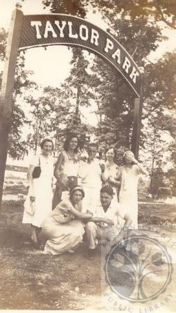 Image: di100218 - (rear) Elsie von Wahlde, Elisabeth (Betty) Heithaus, Otto Lietzenmayer, Loretta Heithaus, Marie Tegge,....
