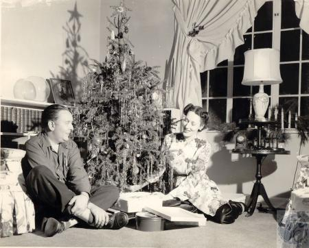 Image: di100258 - Yvonne & Richard Eilerman at Christmas
