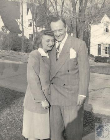 Image: di100265 - Mary Jean Eilerman and father Robert in front of home on Cleveland Avenue