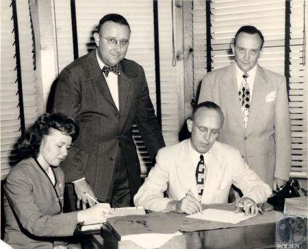 Image: di100267 - (seated) Audrey Dapper, Bernard Eilerman, (standing) Arthur and Robert Eilerman