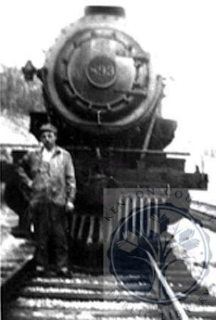 Image: di100491 - Engineer Leslie Cull Aulick by his steam locomotive No. 893; Leslie was an engineer for the L&N RR