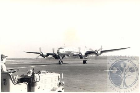 Image: di100510 - TWA Constellation preparing for takeoff