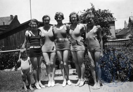 Image: di105156 - unidenified, Clara Ketteler, Frances Ketteler, Vivien Ketteler, Estelle Ketteler, unidentified