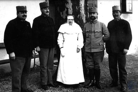 Image: di105689 - Four German Soldiers and 1 nun.