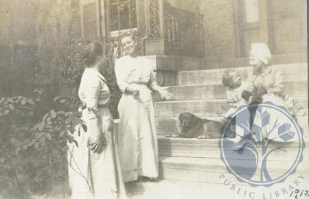 Image: di106523 - Lulu Ritchie, Sada Bell Johnson Ritchie, Margaret Ritchie, and Lily Ritchie.