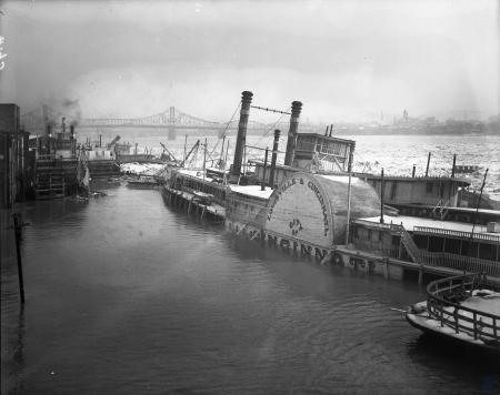 Image: di107249 - Louisville and Cincinnati Steamboat moored in frozen Ohio River. Facing Covington.