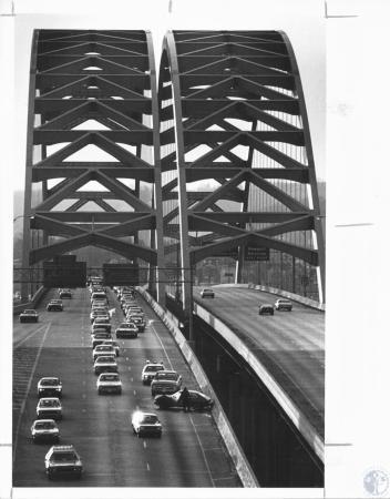 Image: di11320 - Auto wreck on north bound side of bridge