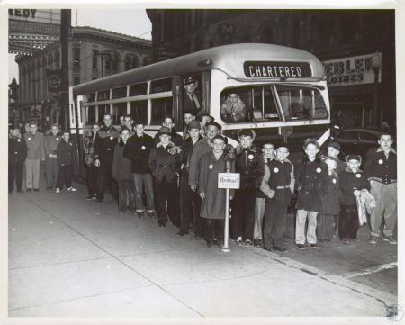 Image: di11582 - bus-load of boys outside store