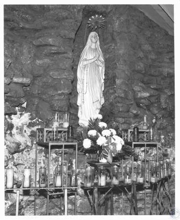 Image: di12247 - statue of Mary in Grotto
