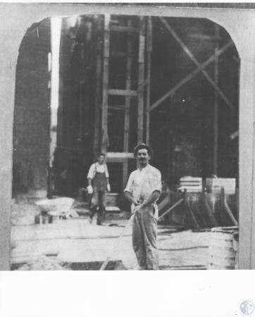 Image: di12259 - workmen doing exterior renovation