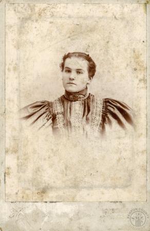 Image: di126393 - Unknown woman. Hodgson Photographer.