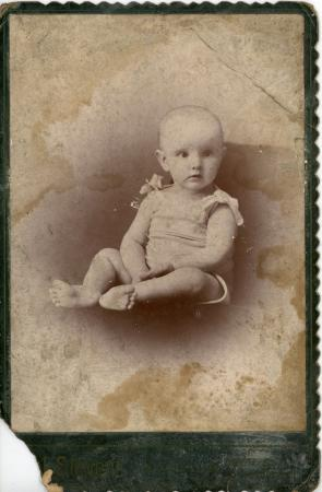 Image: di126395 - Unknown child. Green Cartedevise. Photographer Stevens.