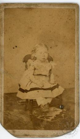 Image: di126396 - Unknown child. Tan background. Photographer Hoag Quick and Co. of Cincinnati