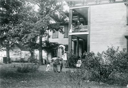 Image: di126442 - Winston Family. Latonia. Kids in yard. African American family included.