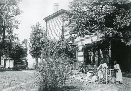 Image: di126443 - Winston Family. Latonia. Kids in yard. African American family included.