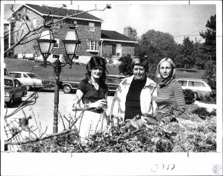 Image: di127983 - Bengal Luncheon - Mrs. Tony Davis, Mrs. Jack Braun, Mrs. John Schivner