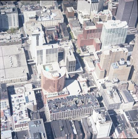 Image: di128189 - Aerial photo of downtown Cincinnati looking north up Elm St and Race St