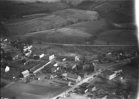 Image: di128224 - Aerial view of Dry Ridge looking east at Main St