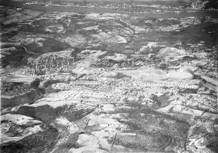 Image: di128267 - Aerial view of Kenton County with Fort Wright, Fort Michell, and Bromley all in view. Ludlow Lagoon can....