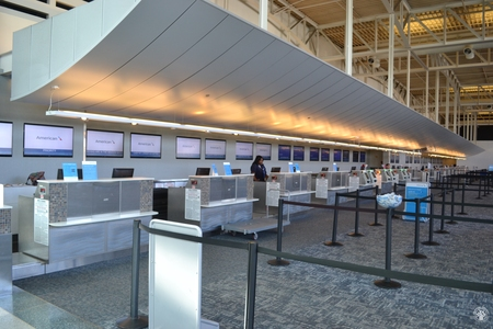Image: di128346 - Deserted American Airlines counter at the Greater Cincinnati International Airport