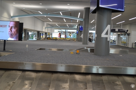 Image: di128355 - Empty baggage claim carousels at the Greater Cincinnati International Airport